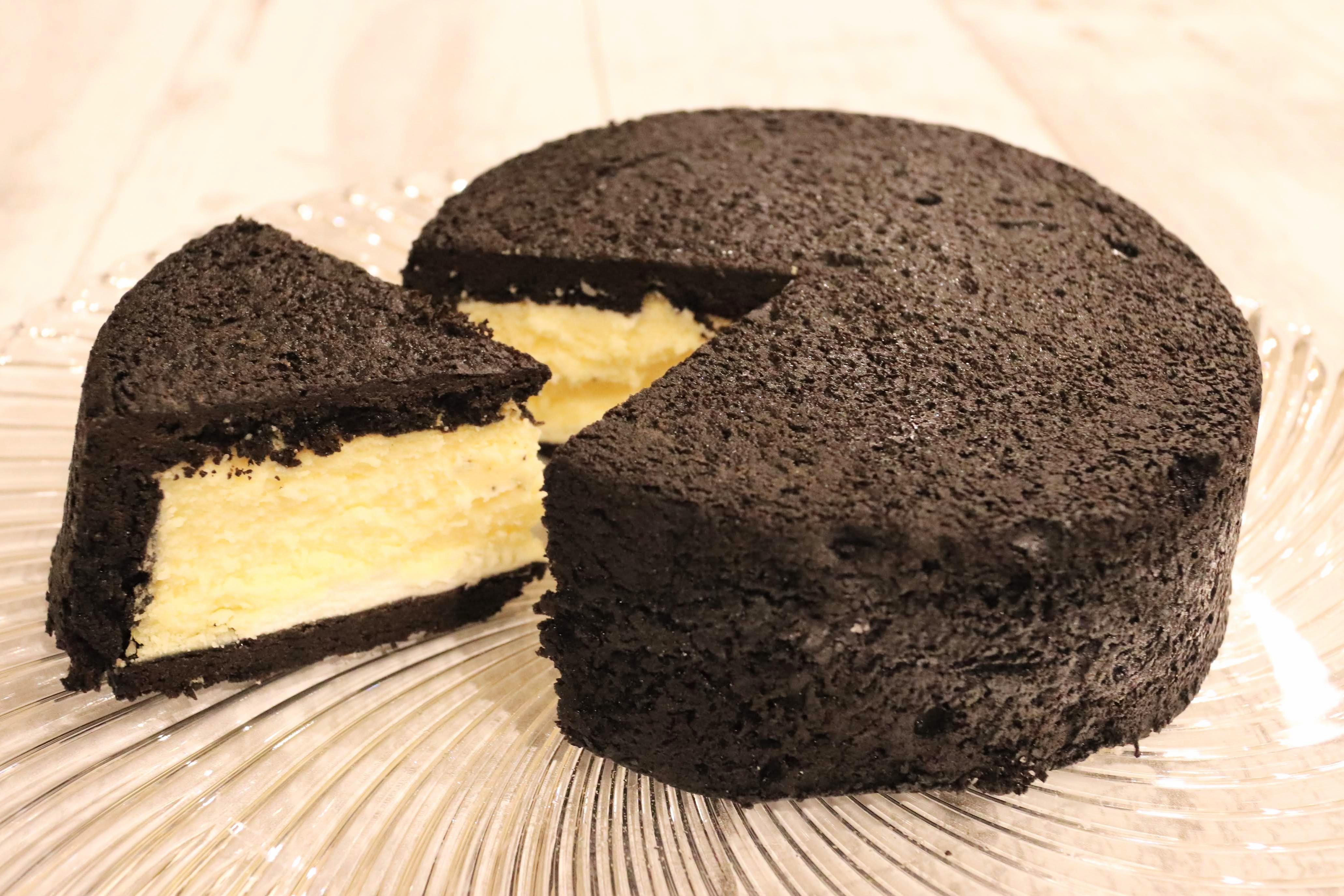 【通販53日目】仰天スイーツが気になるあなたへ。『まっ黒チーズケーキ』をお取り寄せ