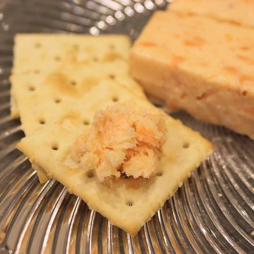 サーモンとクリームチーズのテリーヌとクラッカー2