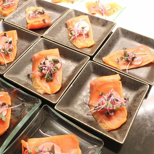炙りサーモンの鮭醤油ドレシング