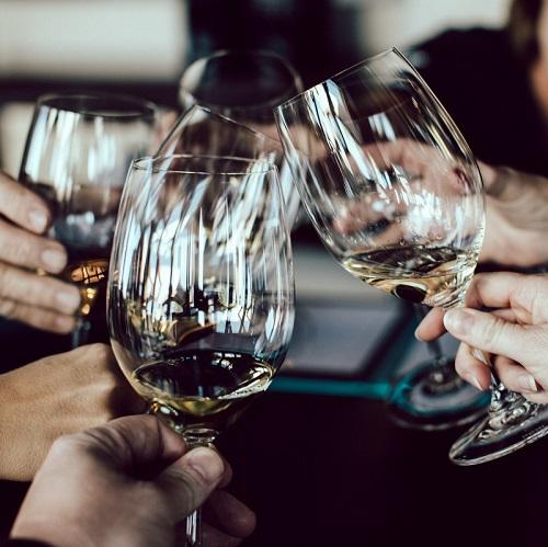 新年会・忘年会のビュッフェ|乾杯