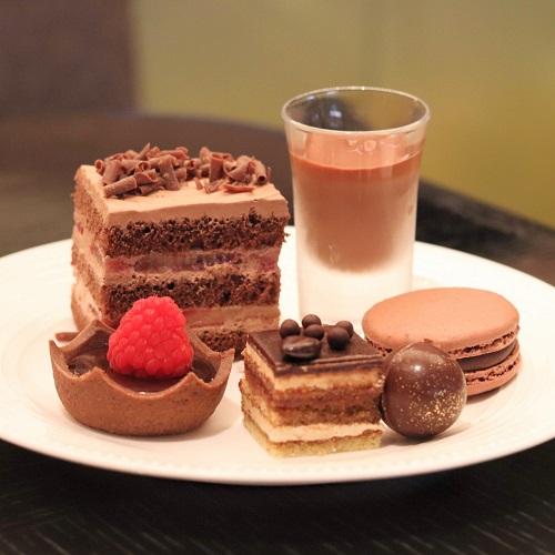 チョコレートのデザート盛り合わせ