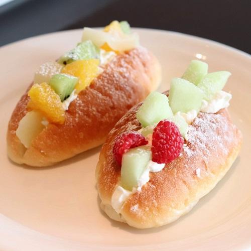 フルーツクリームパン