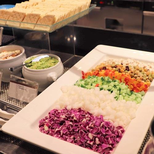 ハプナのレインボーコブサラダ