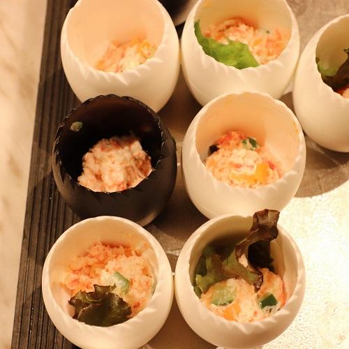 ズワイガニと旬野菜のカクテルサラダ