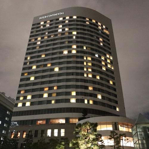 ホテルインターコンチネンタル東京ベイの夜の外観