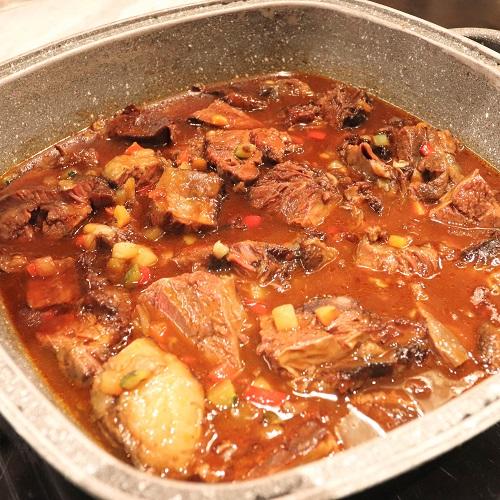 牛のほほ肉の赤ワイン風味