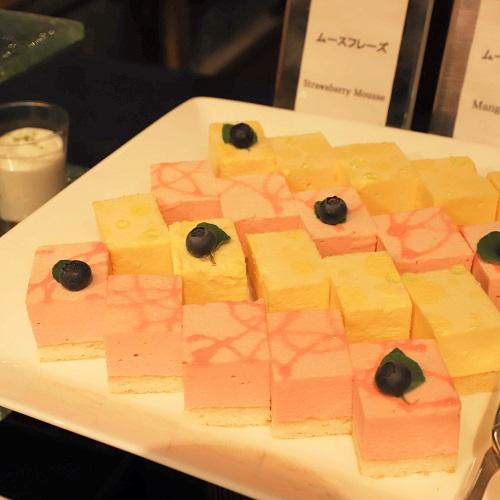苺とマンゴーのムースケーキ