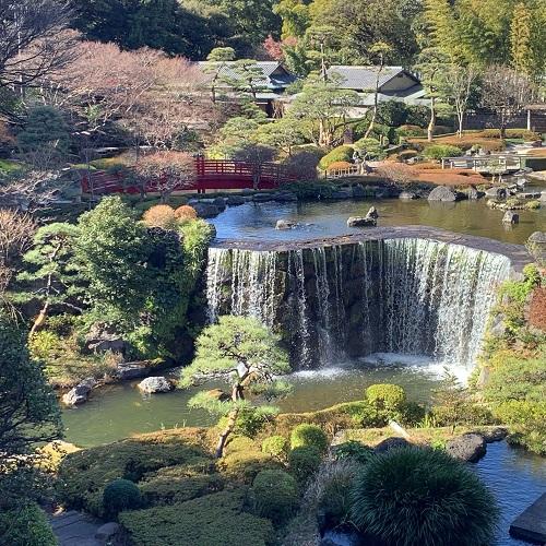 ニューオータニの日本庭園の滝