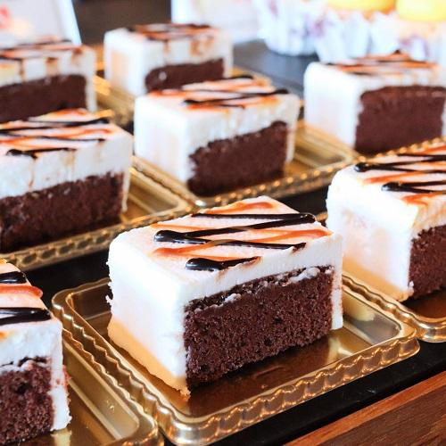 ホテルニューオータニ「ガーデンラウンジ」のチョコレートシフォンケーキ