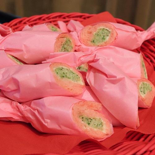 ストロベリー食パンのツナとブロッコリーのロールサンドウィッチ