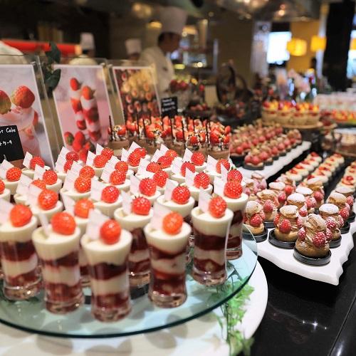 ザ・テラス(ウェスティンホテル東京)の苺のデザートビュッフェ台