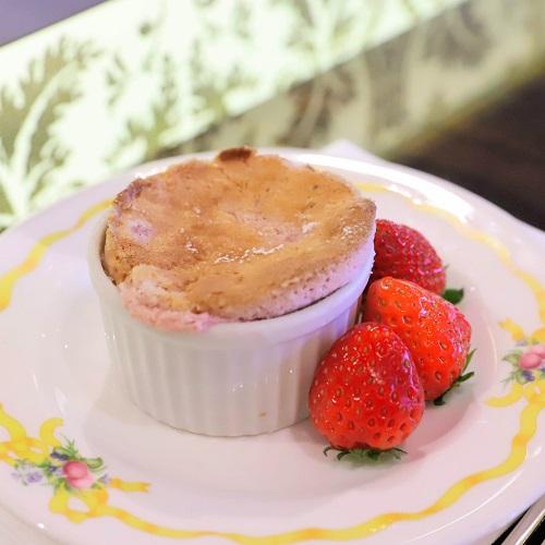 ザ・テラス(ウェスティンホテル東京)の苺のデザートビュッフェ(スフレ1)
