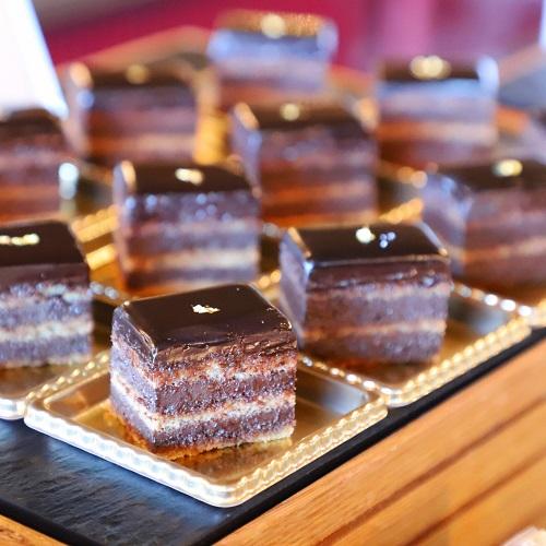 ホテルニューオータニ「ガーデンラウンジ」のガトーショコラ