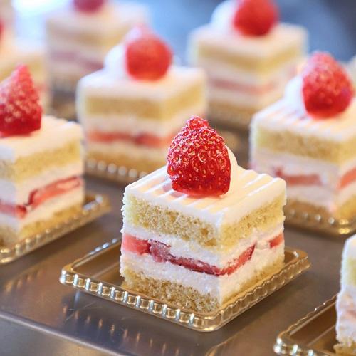 ホテルニューオータニ「ガーデンラウンジ」のスーパーあまおうショートケーキ