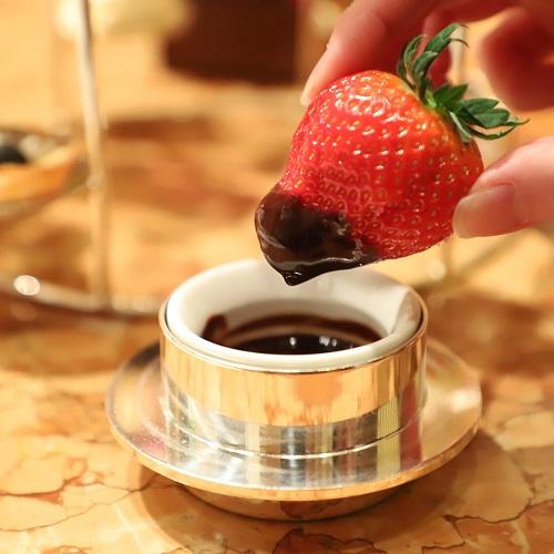 ザ・ペニンシュラホテルの『ストロベリーアフタヌーンティー』チョコレートディップ