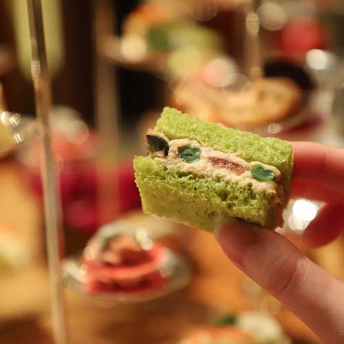 ザ・ペニンシュラホテルの『ストロベリーアフタヌーンティー』ツナとインゲン豆のサンドイッチ