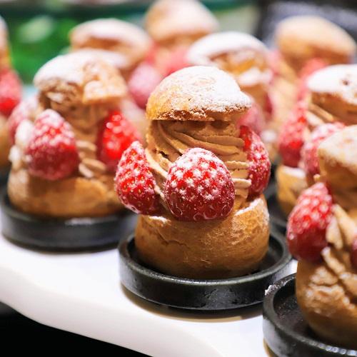 ザ・テラス(ウェスティンホテル東京)の苺のデザートビュッフェ(シュークリーム)
