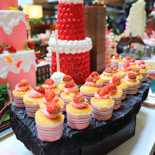 イチゴジラ カップケーキ