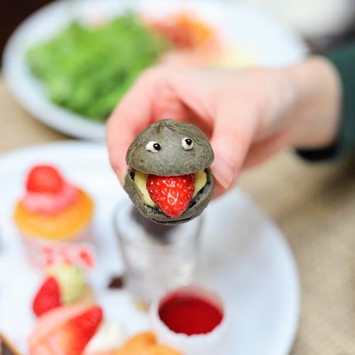 イチゴジラ シュークリーム