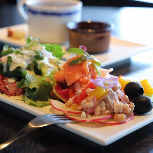 TABLE 9 TOKYO「いちごスイーツビュッフェ」サラダ