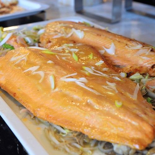ヒルトン東京お台場のビュッフェ|鮭のチャンチャン焼き