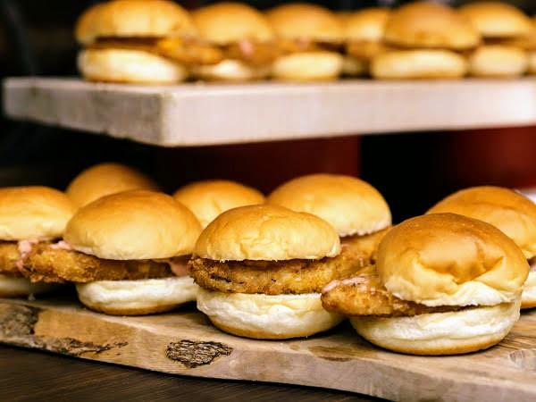 リッツカールトン大阪 ストロベリーデザートブッフェ「フィッシュハンバーガー」