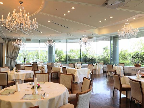 アリスのイースター デザート&ランチブッフェ(ホテル インターコンチネンタル 東京ベイ)の席