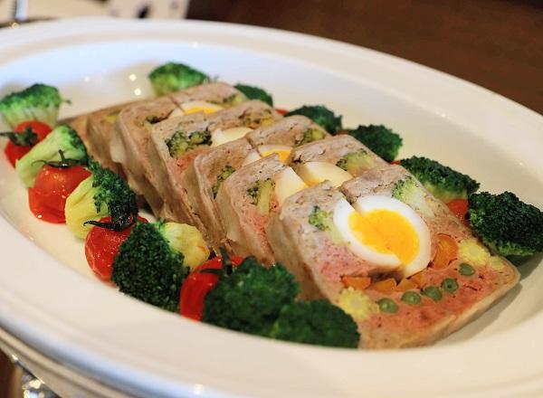 アリスのイースター デザート&ランチブッフェ(ホテル インターコンチネンタル 東京ベイ)ミートローフ