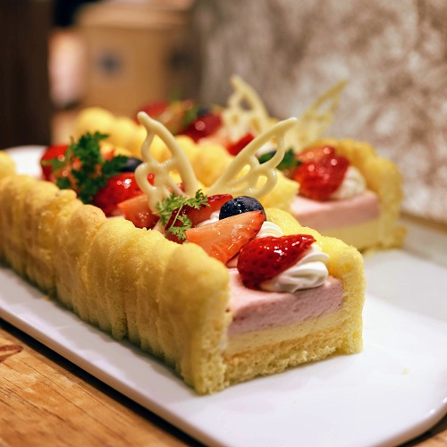 リーガロイヤルホテル大阪 いちごスイーツビュッフェ(苺と洋梨のシャルロット)