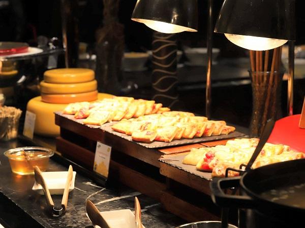 ヒルトン東京 マーブルラウンジのスイーツビュッフェ(チーズフォンデュ)