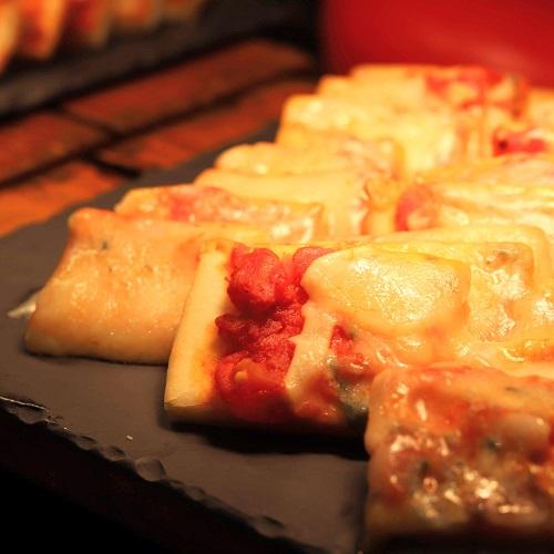 ヒルトン東京 マーブルラウンジのスイーツビュッフェ(チーズのピザ)