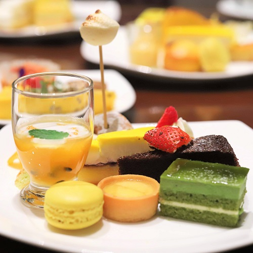 ヒルトン東京 マーブルラウンジのスイーツビュッフェ(デザート盛り合わせ)