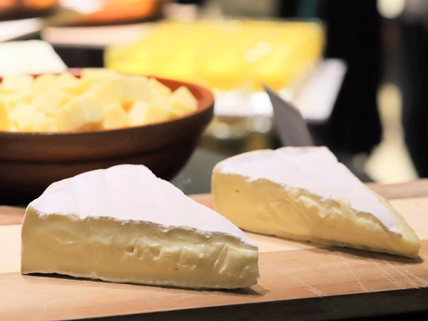 ヒルトン東京「マーブルラウンジ」ディナービュッフェ(チーズ)