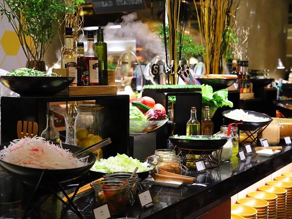 ヒルトン東京「マーブルラウンジ」ディナービュッフェ(サラダコーナー)