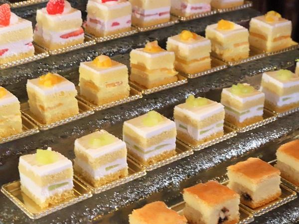 ホテルニューオータニ「トレーダーヴィックス」のブランチビュッフェ(ケーキ)