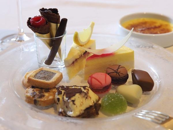 ホテル インターコンチネンタル 東京ベイ「ジリオン」|デザート食べ放題ランチ