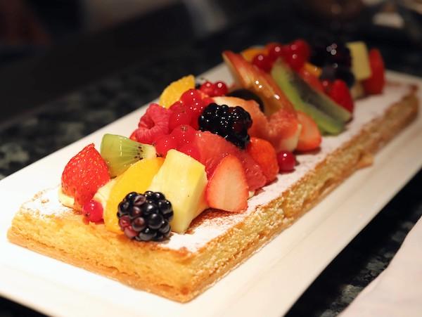 シェラトン都ホテル東京「カフェ カリフォルニア」のデザートブッフェ(フルーツタルト)