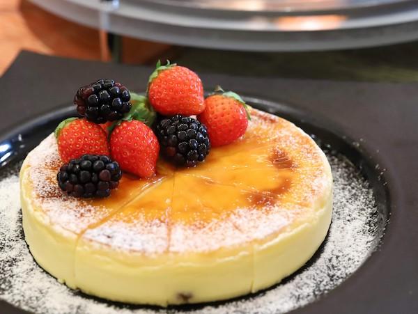シェラトン都ホテル東京「カフェ カリフォルニア」のデザートブッフェ(チーズケーキ)