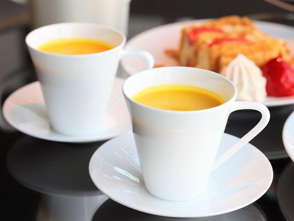 THE GRAND GINZA「ザ・グラン ラウンジ」のアフタヌーンティー(かぼちゃのスープ)