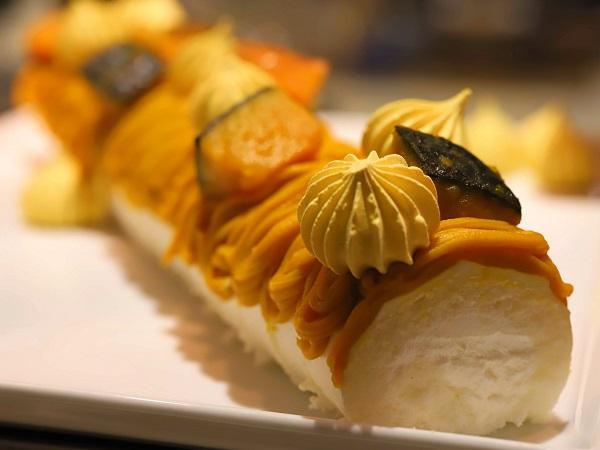横浜ベイシェラトン「シーウインド」のナイトスイーツビュッフェ(かぼちゃロールケーキ)
