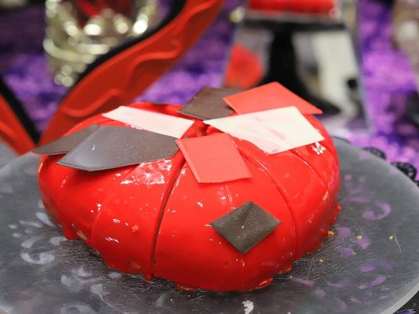 ヒルトン東京 マーブルラウンジのスイーツビュッフェ「アリスinローズ・ラビリンス」(ハートのケーキ)