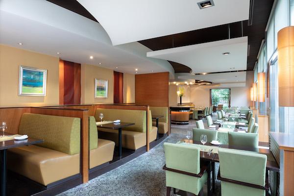 シェラトン都ホテル東京「カフェ カリフォルニア」のデザートブッフェ(席)