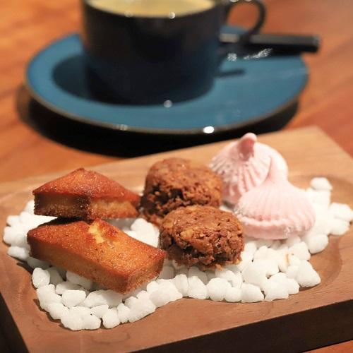 ハイアット セントリック 銀座 東京「NAMIKI667」のディナー(小菓子)