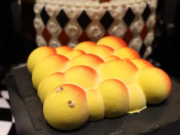 ヒルトン大阪のランチ&ディナービュッフェ(芋虫ケーキ)