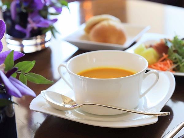 セントレジスホテル大阪のビュッフェ(スープ)