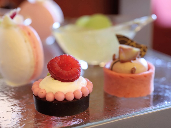 ANAクラウンプラザホテル大阪のアフタヌーンティー(ラズベリークリームとチョコレート)