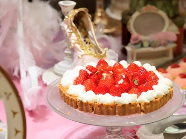 ヒルトン東京のいちごのデザートビュッフェ|苺タルト