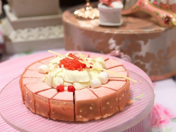 ヒルトン東京のいちごのデザートビュッフェ|ストロベリー・スワン