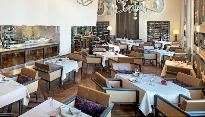 セントレジスホテル大阪のランチレストラン|ラヴェーダ