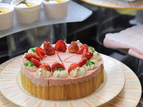 クロスダインのビュッフェ|ホールケーキ